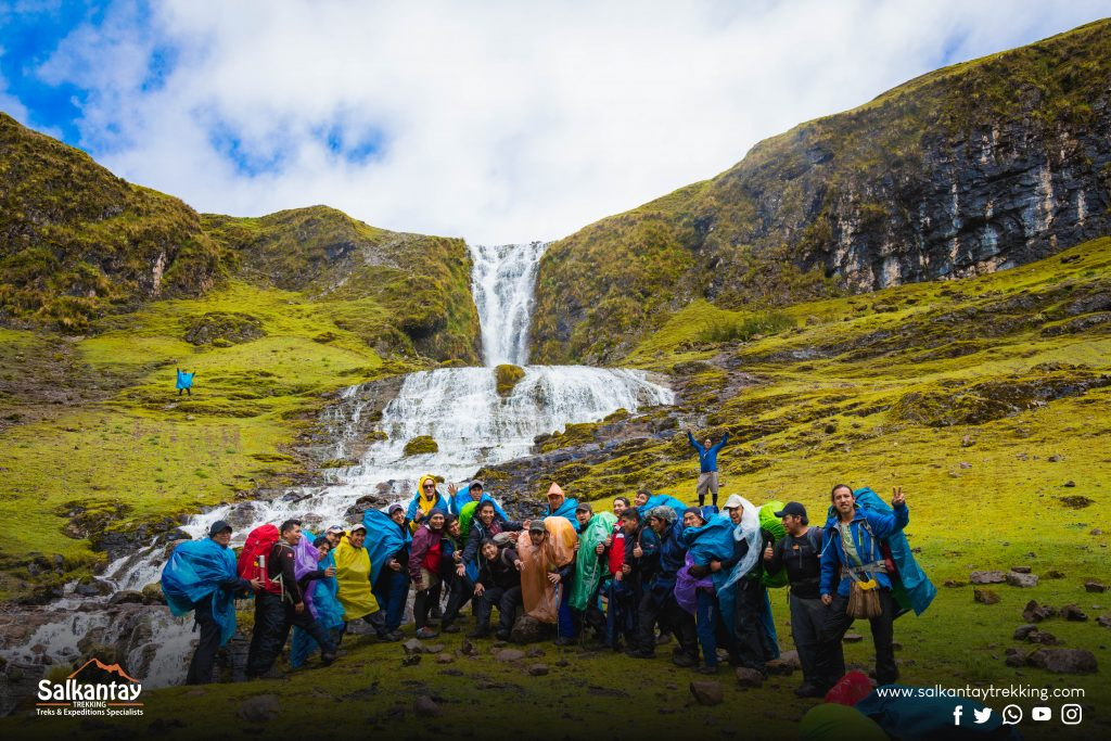 The rain never stops the enthusiasm of the Salkantay Trekking guides.