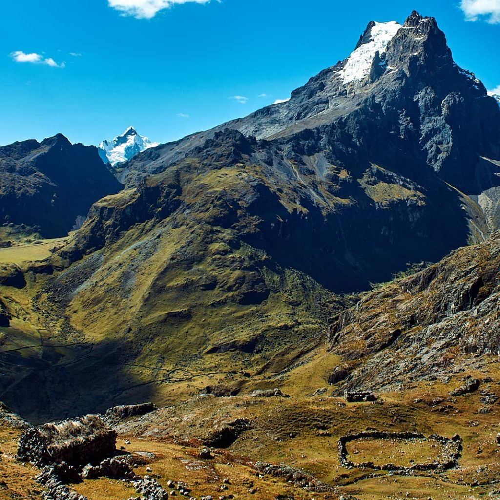 Mountains on Lares trek