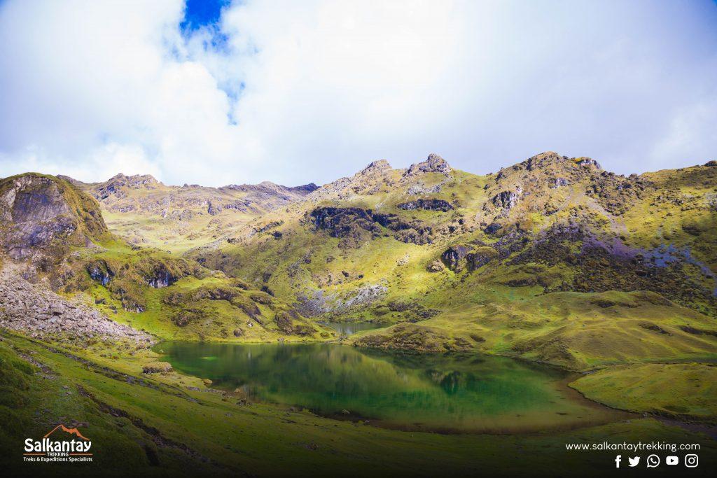 Green lagoon at Lares trail