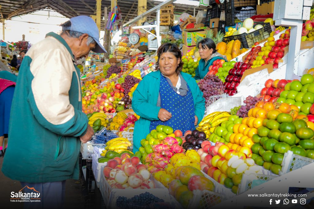 Woman selling fruits