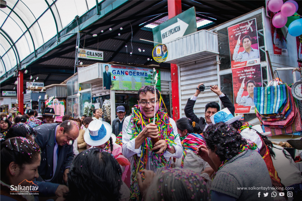 Wanchaq district mayor celebrating Comadres festivity