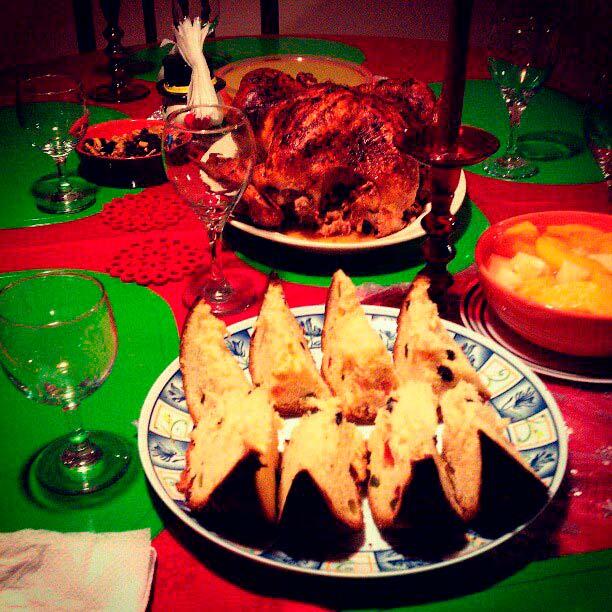 eat-turkey-paneton-night-December-christmas