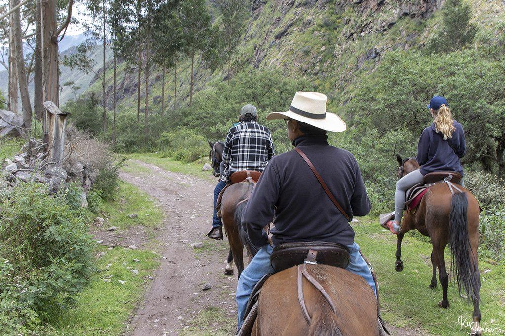 enjoy-spectacular-landscapes-horse-ride