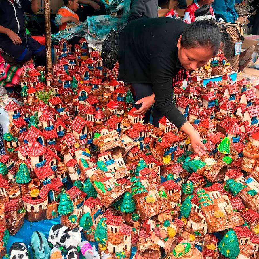 plaza-armas-full-stalls-selling-kinds-artisan-goods