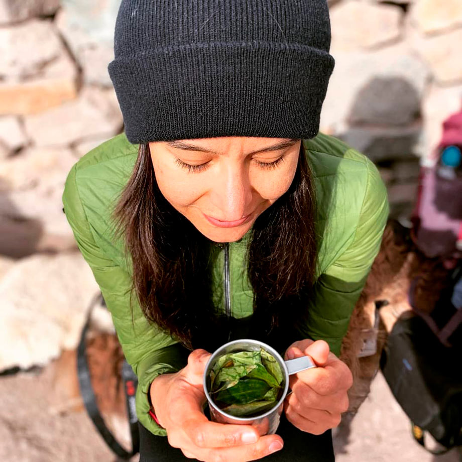 Coca tea is the best natural remedy for the altitude sikness
