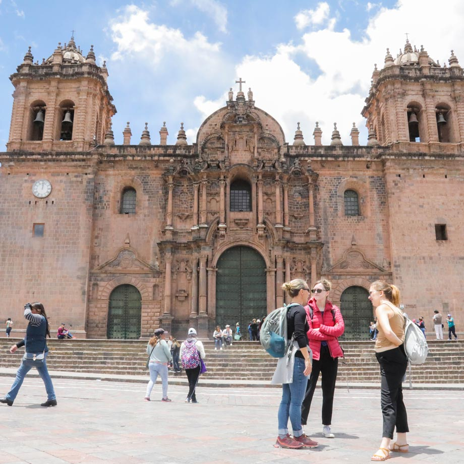 Greetings, basic phrases in Spanish to talk with the locals