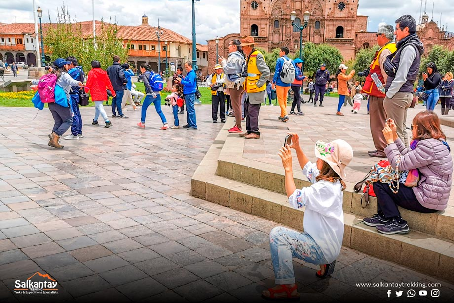 Ask Before Taking a Photo, plaza de armas