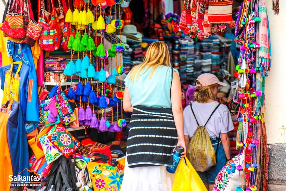 Cost, artisan market, quechua language