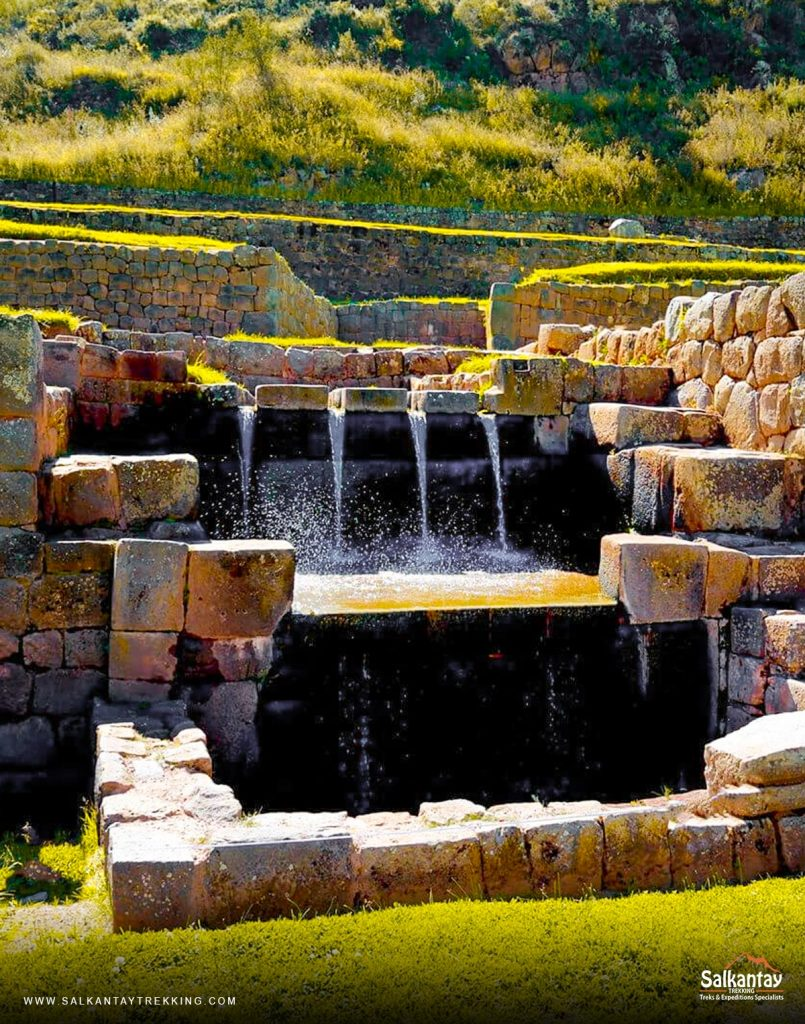 The Tipón complex is located near Oropesa in the Community of Choquepata, 27 km southeast of Cusco