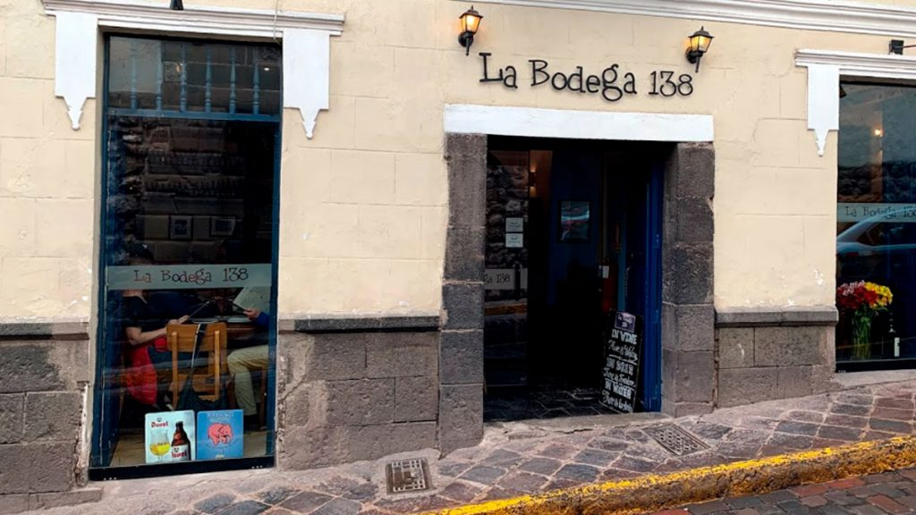 In La Bodega you will find the best pizzas, pastas, creams and salads of Cusco. A place to eat deliciously, laugh and always want to return.
