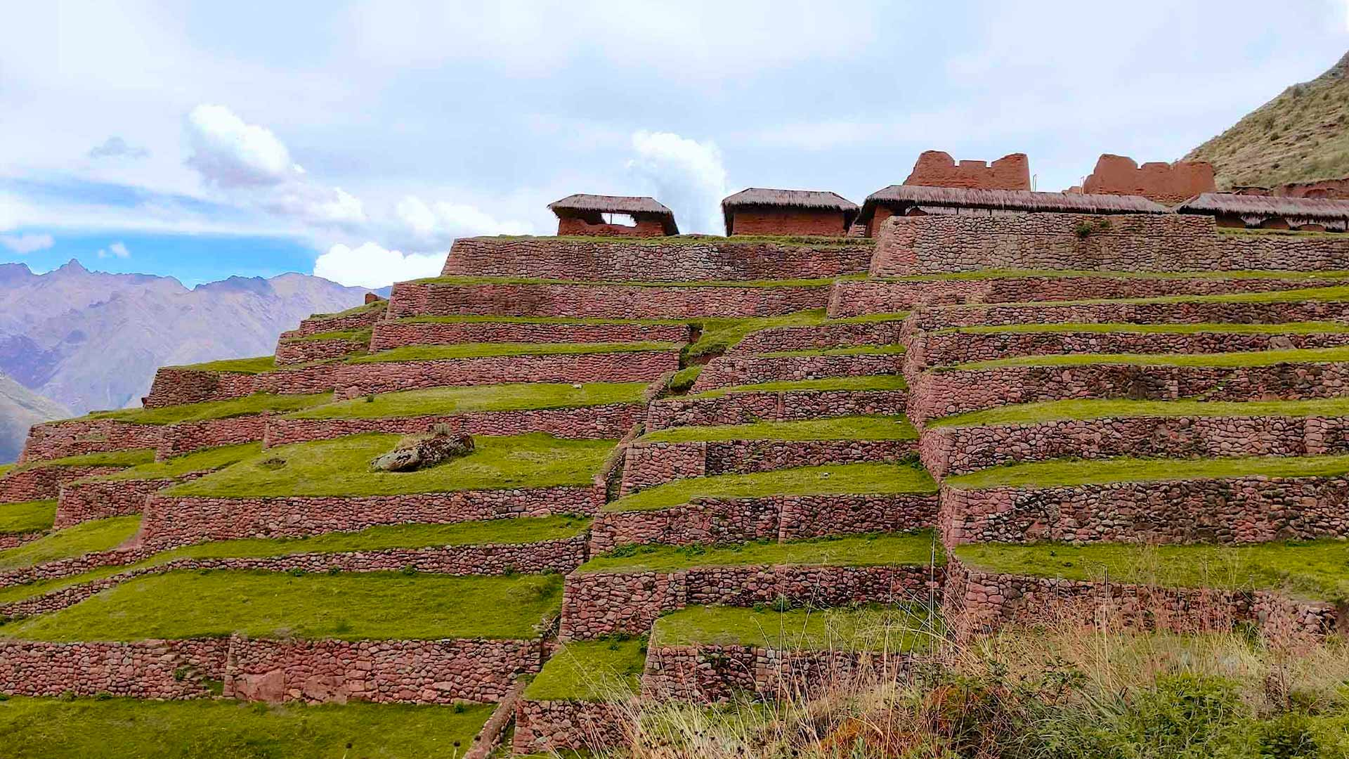 Photo of the terraces of the archaeological site of Huchuy Qosqo