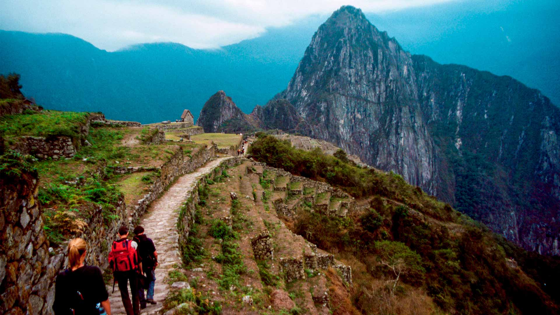 Panoramic view of tourists arriving at Machu Picchu by the classic Inca trail