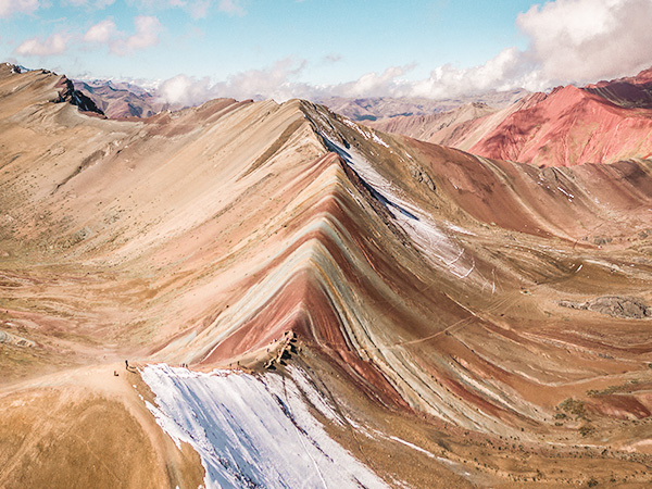 Caminata a la montaña de colores